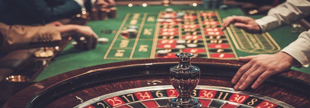 Cine poate juca la casino