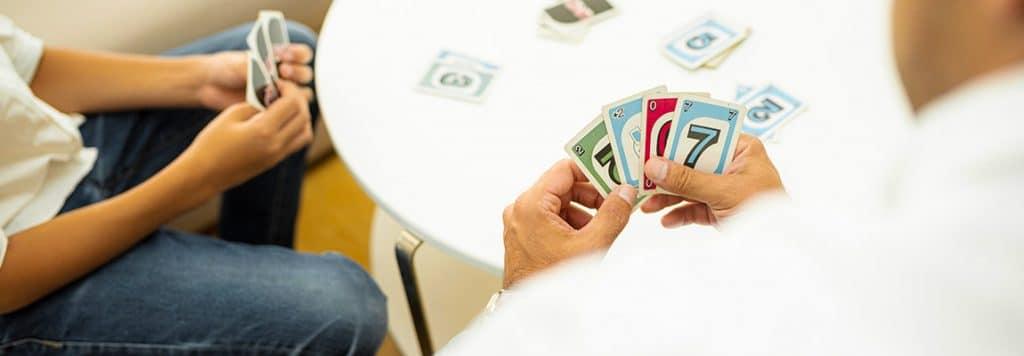 Cum se joacă Uno