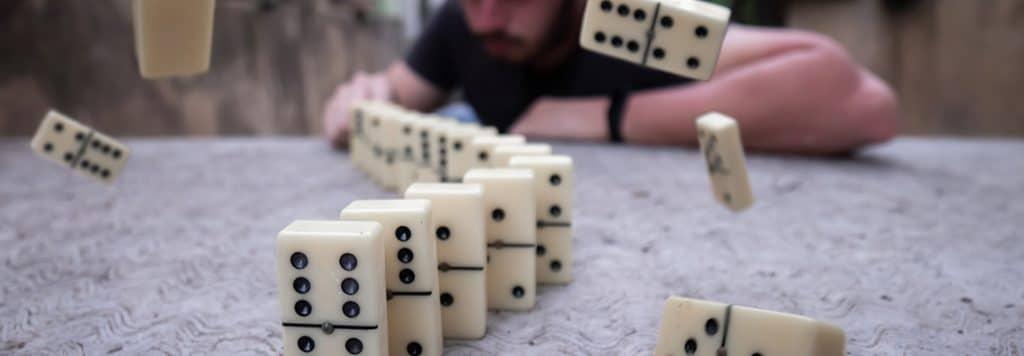 Cum se joacă Domino